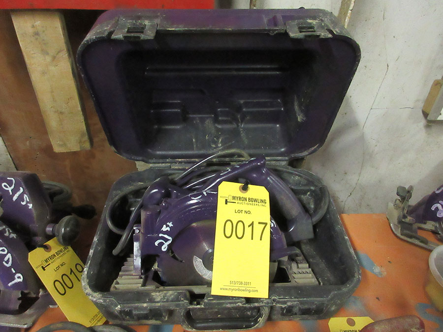 Lot 17 - PORTER CABLE CIRCULAR SAW WITH CASE