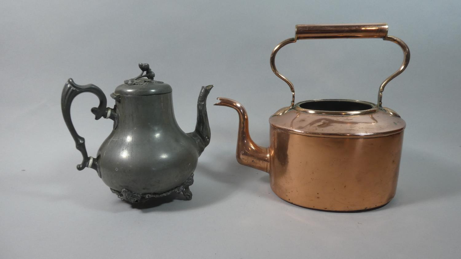 Lot 176 - A Copper Coaching Horn, Copper Kettle (no Lid) and a Pewter Teapot (Leg AF)