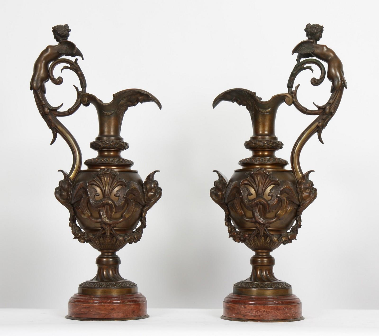 IMPORTANTE PAIRE D'AIGUIERES BRONZE XIXè En bronze à pâtine médaille à riche décor sculpté à