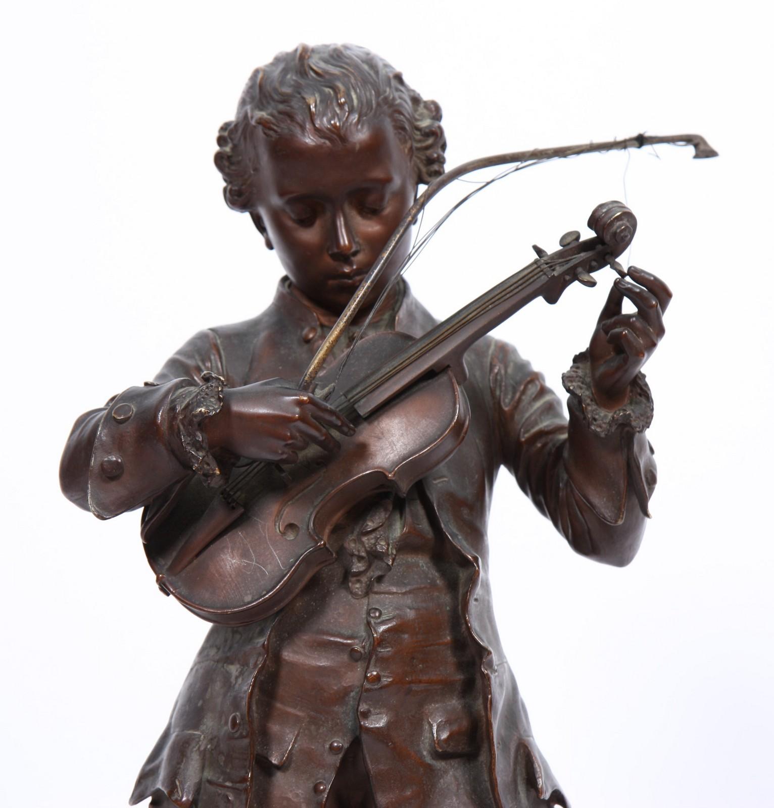 """BRONZE """"MOZART"""" DE LEON GREGOIRE Bronze à patine marron représentant le jeune Mozart, en pied , - Image 2 of 3"""