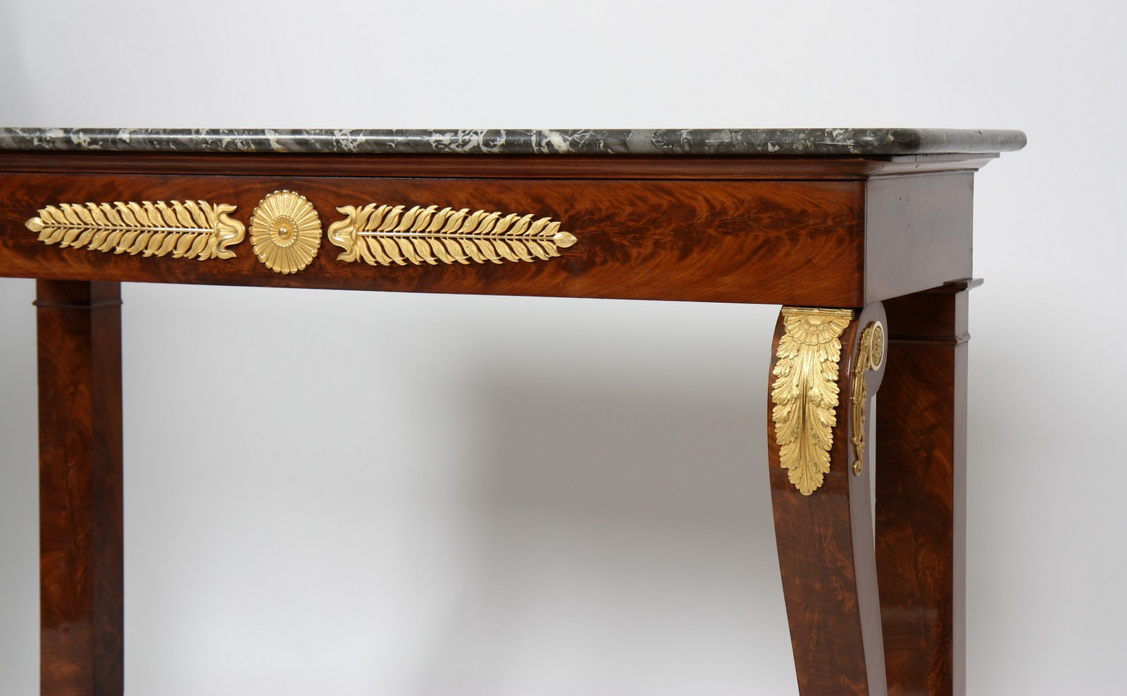 CONSOLE ACAJOU XIXè En acajou et placage d'acajou, ouvrant en façade à un grand tiroir en - Image 2 of 3