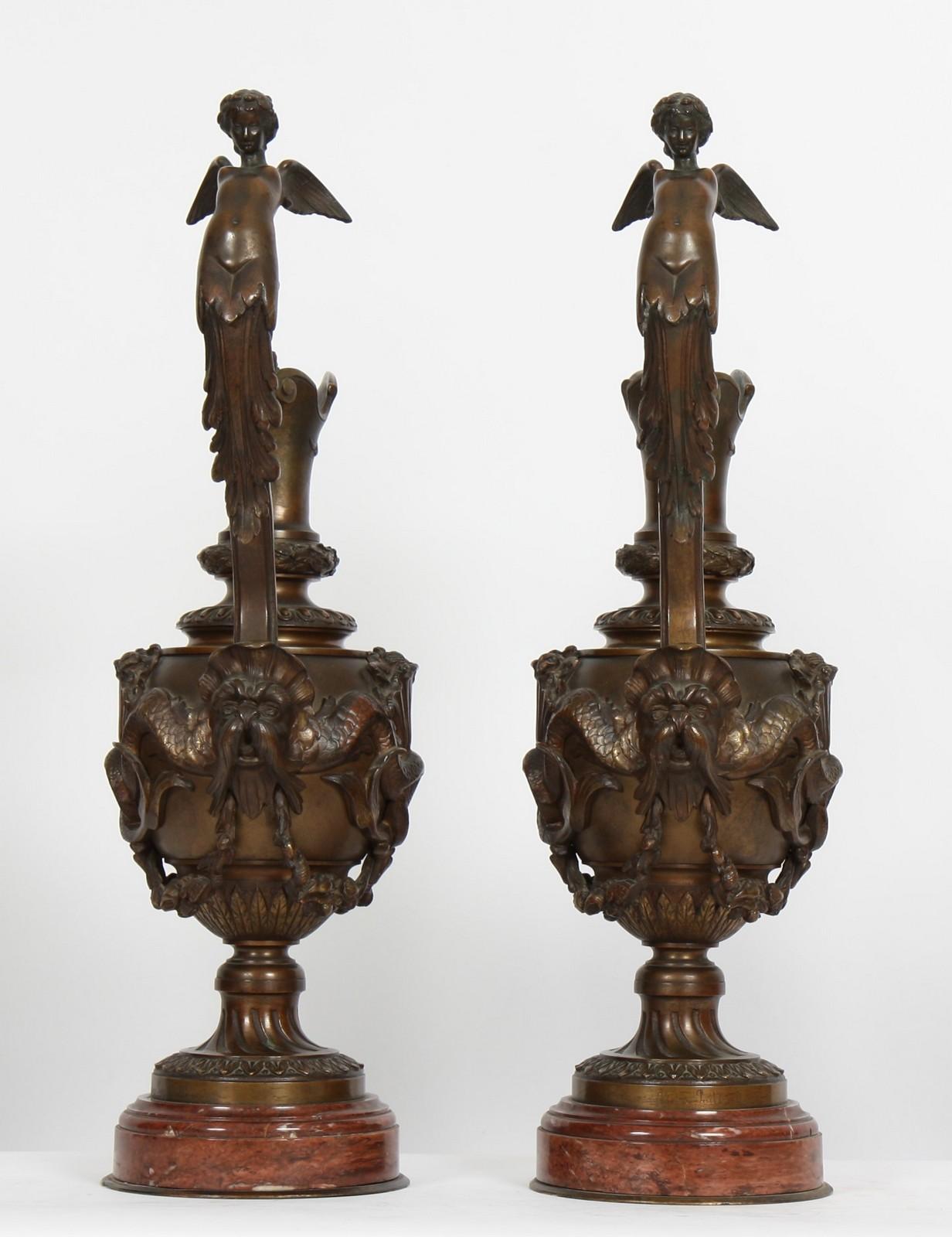 IMPORTANTE PAIRE D'AIGUIERES BRONZE XIXè En bronze à pâtine médaille à riche décor sculpté à - Image 2 of 3