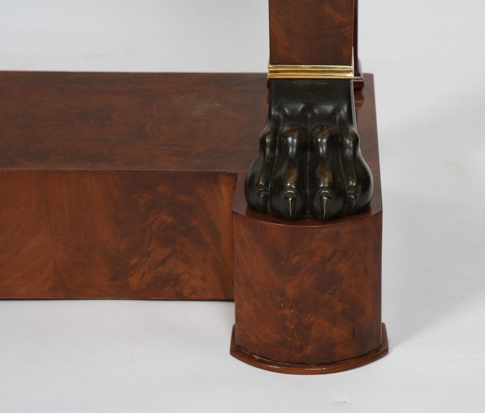 CONSOLE ACAJOU XIXè En acajou et placage d'acajou, ouvrant en façade à un grand tiroir en - Image 3 of 3