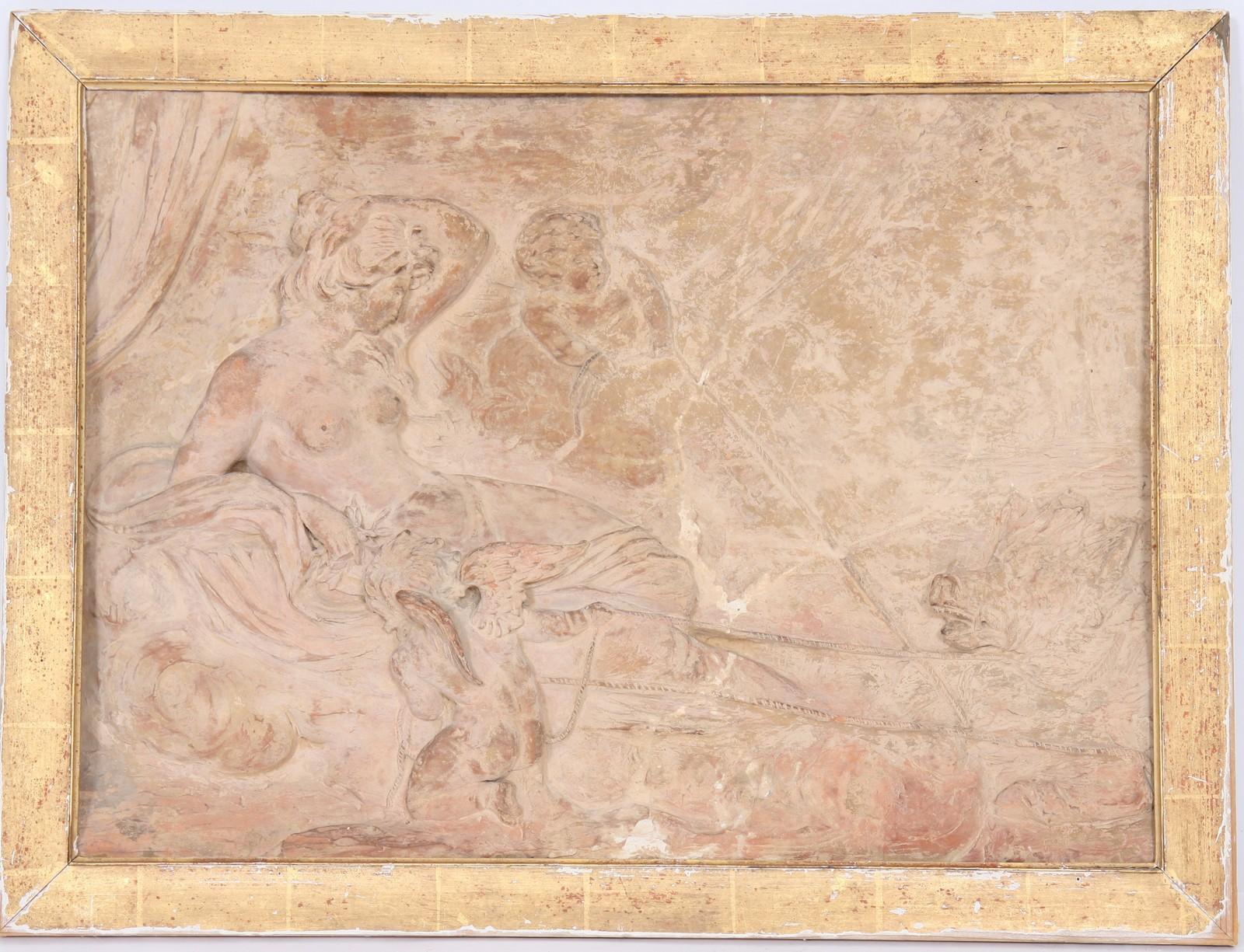 BAS RELIEF EN PLATRE PATINE XIXè Représentant une femme à l'Antique allongée entourée de deux