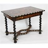 TABLE  HOLLANDAISE EN MARQUETERIE A quatre pieds torsadés, relié par une entrejambe en X et
