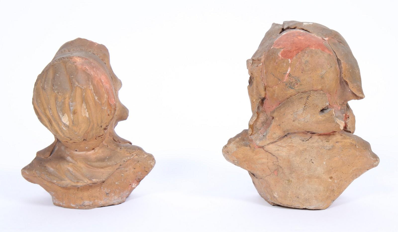 DEUX TETES EN TERRE CUITE Représentant deux têtes de vieillards grimaçants. ( état d'usage ). Epoque - Image 2 of 2