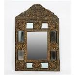 MIROIR LOUIS XIV En laiton repoussé, à miroir central biseauté encadré de miroirs en pare-close,