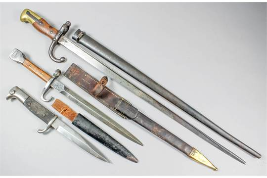 A late 19th Century French bayonet, Serial No  22262, the