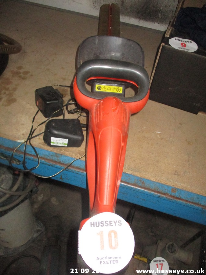 Lot 10 - CORDLESS HEDGE TRIMMER
