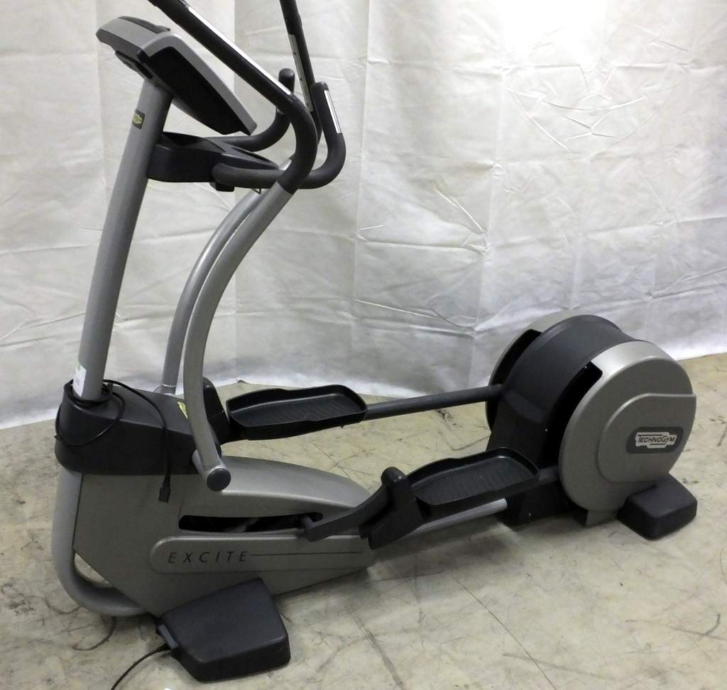technogym excite synchro cross trainer 700 tv 240v good overall condition powers up and app. Black Bedroom Furniture Sets. Home Design Ideas