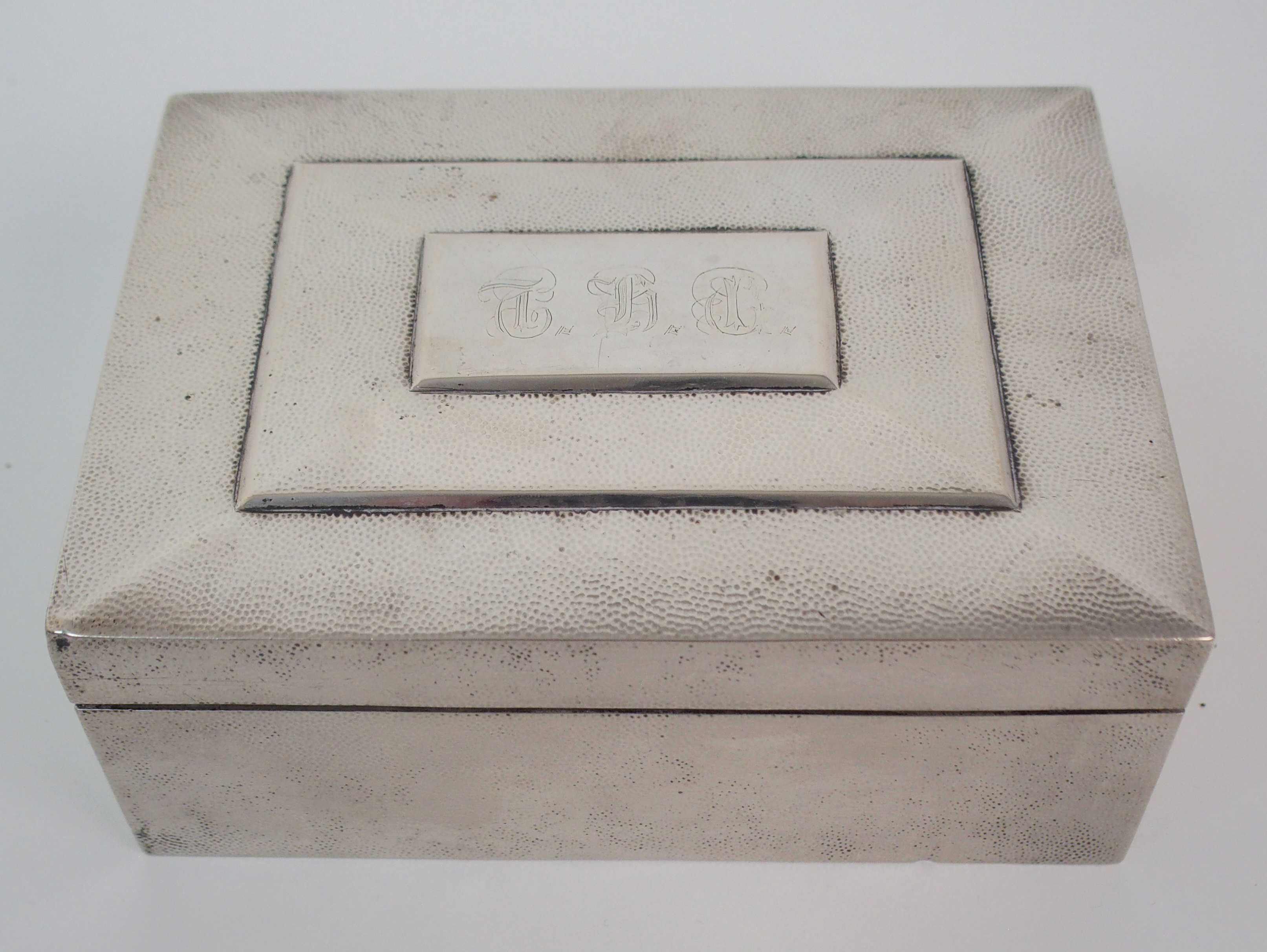 Lot 33 - A CHINESE SILVER CIGARETTE BOX the hinged cover with engraved monogram stamped CW (lined), 380 grams