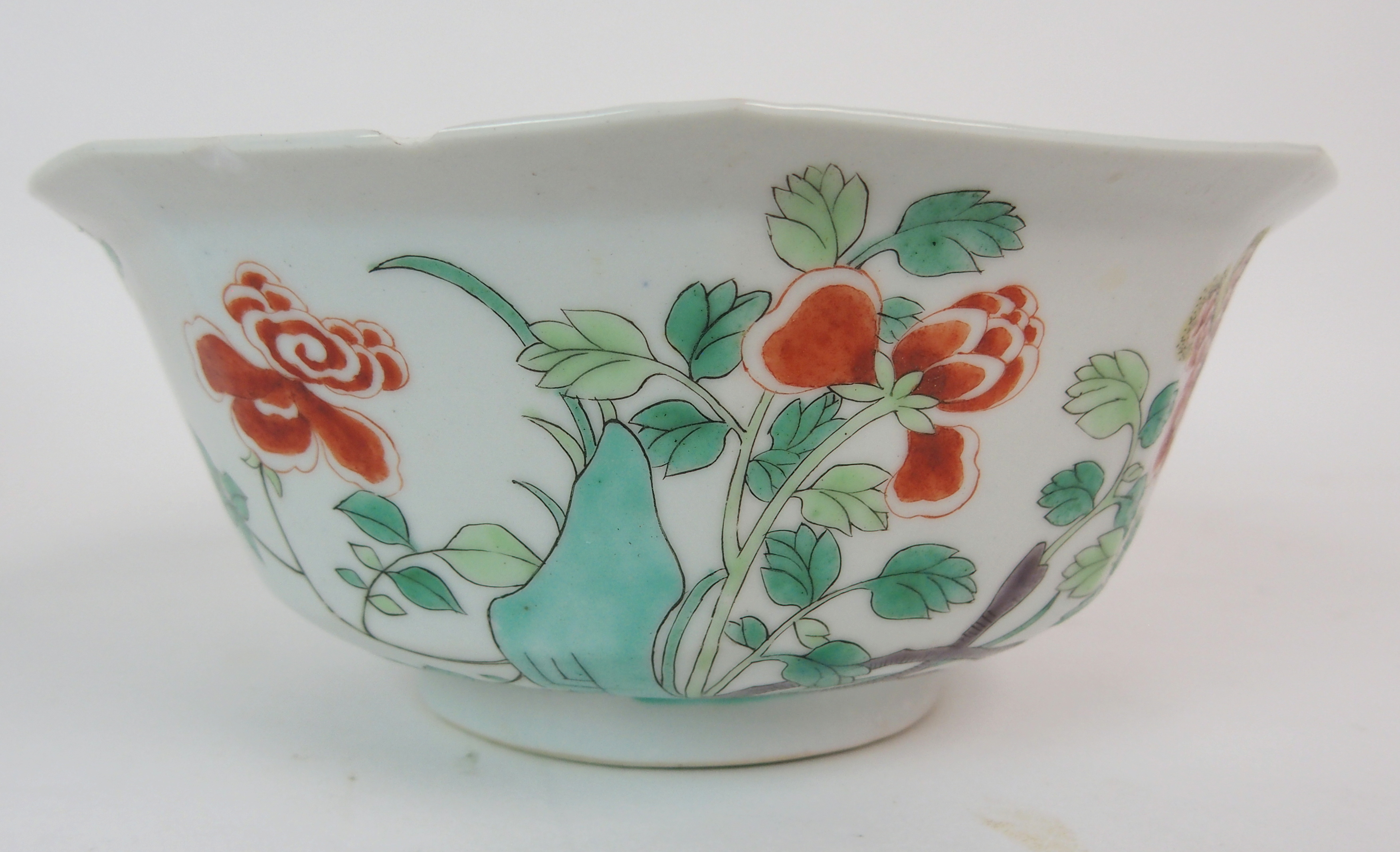 Lot 24 - A CHINESE OCTAGONAL FAMILLE ROSE/VERTE BOWL painted with phoenix medallion, scattered flowers and