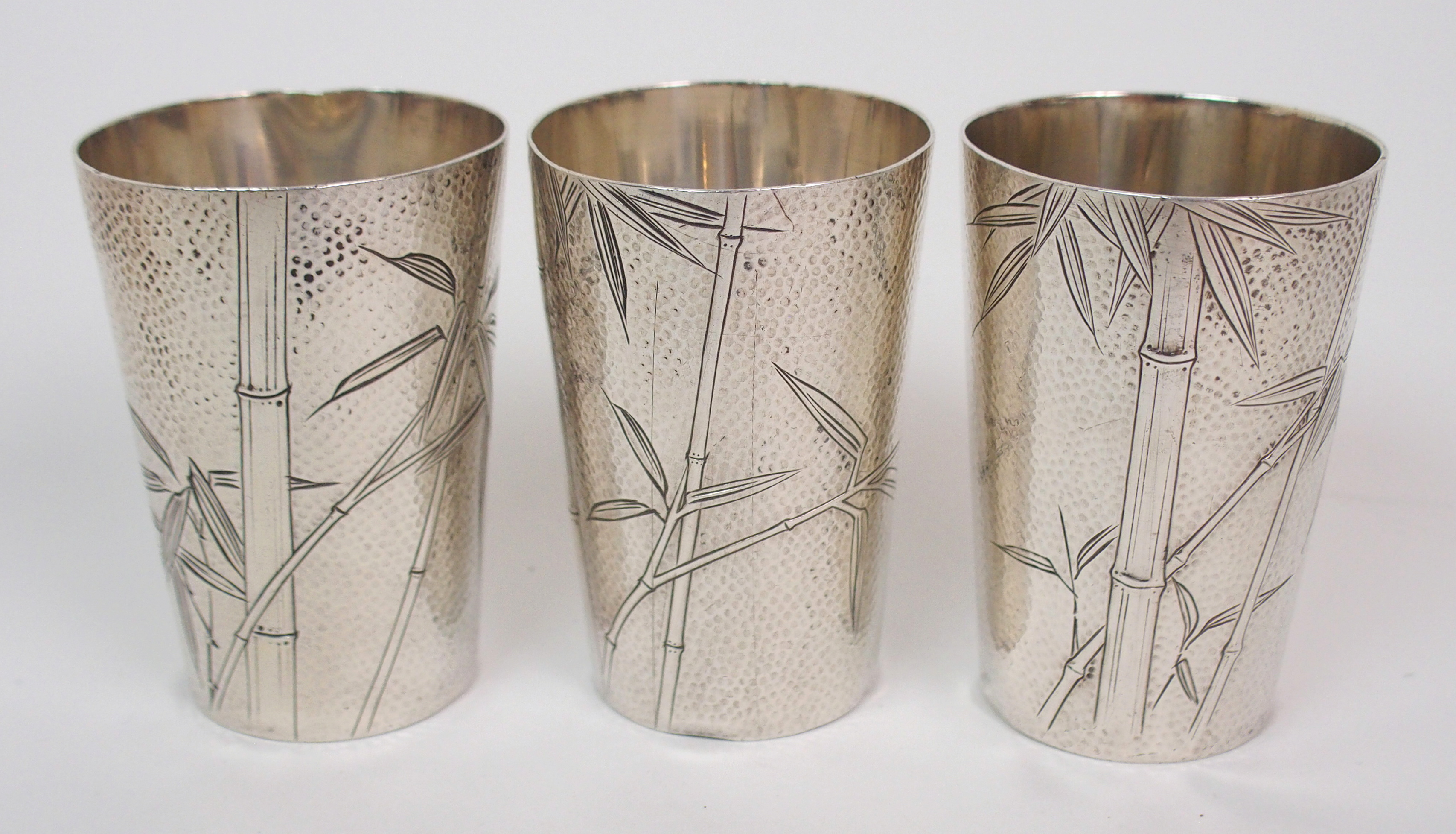 A CHINESE STERLING SILVER COCKTAIL SHAKER tray and three tumblers decorated with bamboo, the tray - Image 5 of 10
