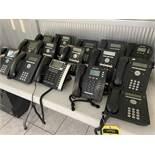 Lote de 11 teléfonos digitales para internet marca Avaya, modelos 1408D02A, 9504 y 9508