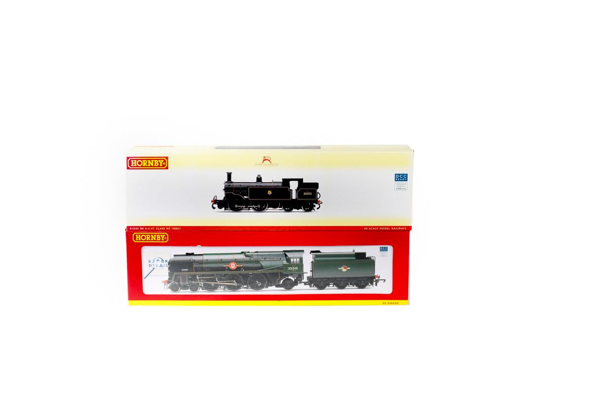 Lot 44 - 2 Hornby Railways steam locomotives. A BR Merchant Navy class 4-6-2 tender locomotive 'Blue Star'
