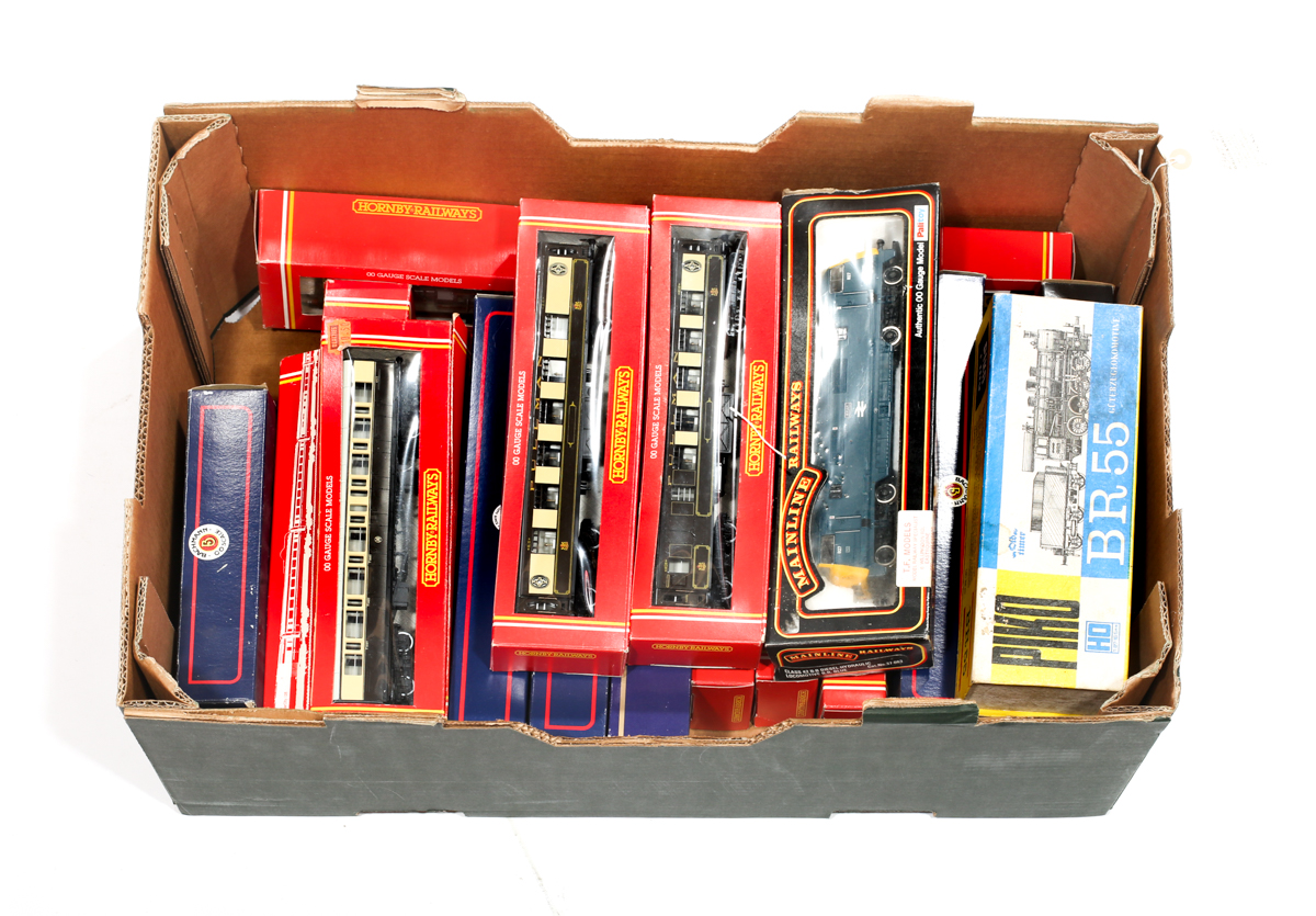 Lot 4 - A quantity of '00' gauge Model Railway. Hornby, Bachmann, Mainline, Tri-ang etc. Including Hornby BR