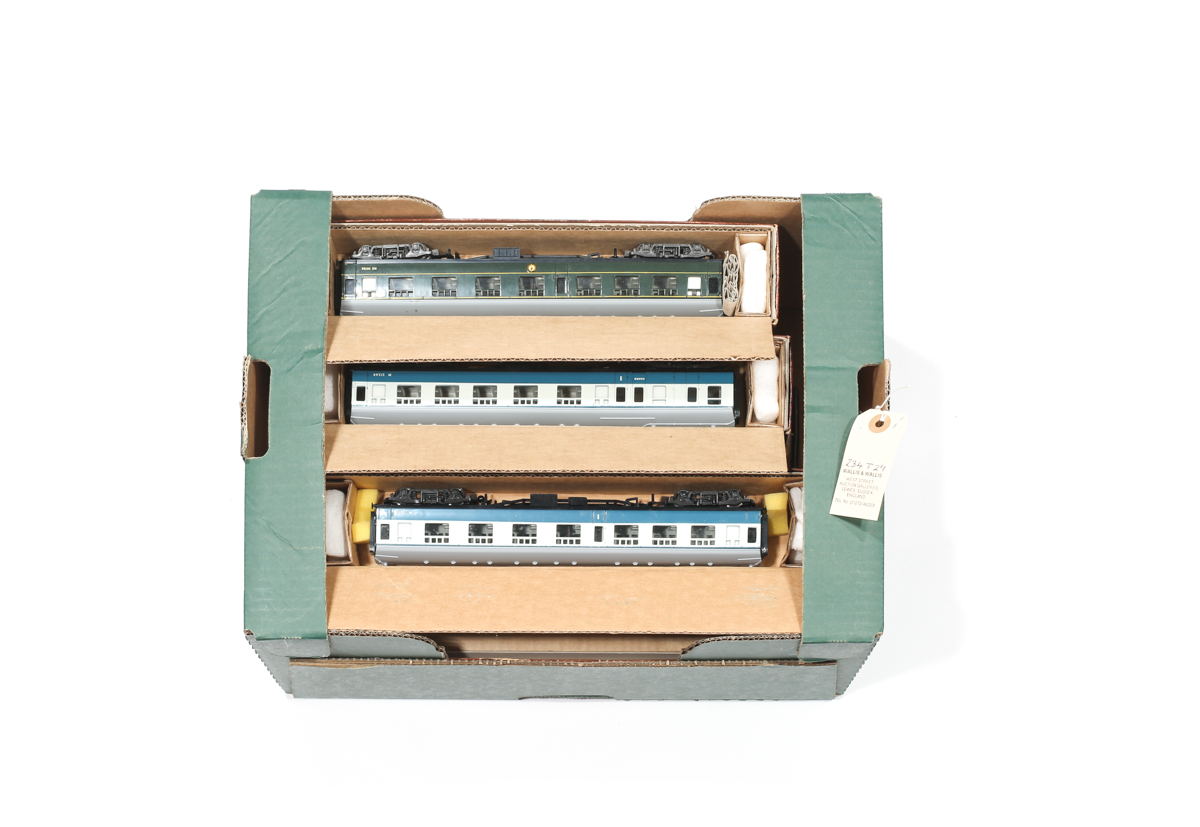Lot 16 - A small quantity of Liliput OO model railway. Including a BR Class 81 (AL1) Bo-Bo electric