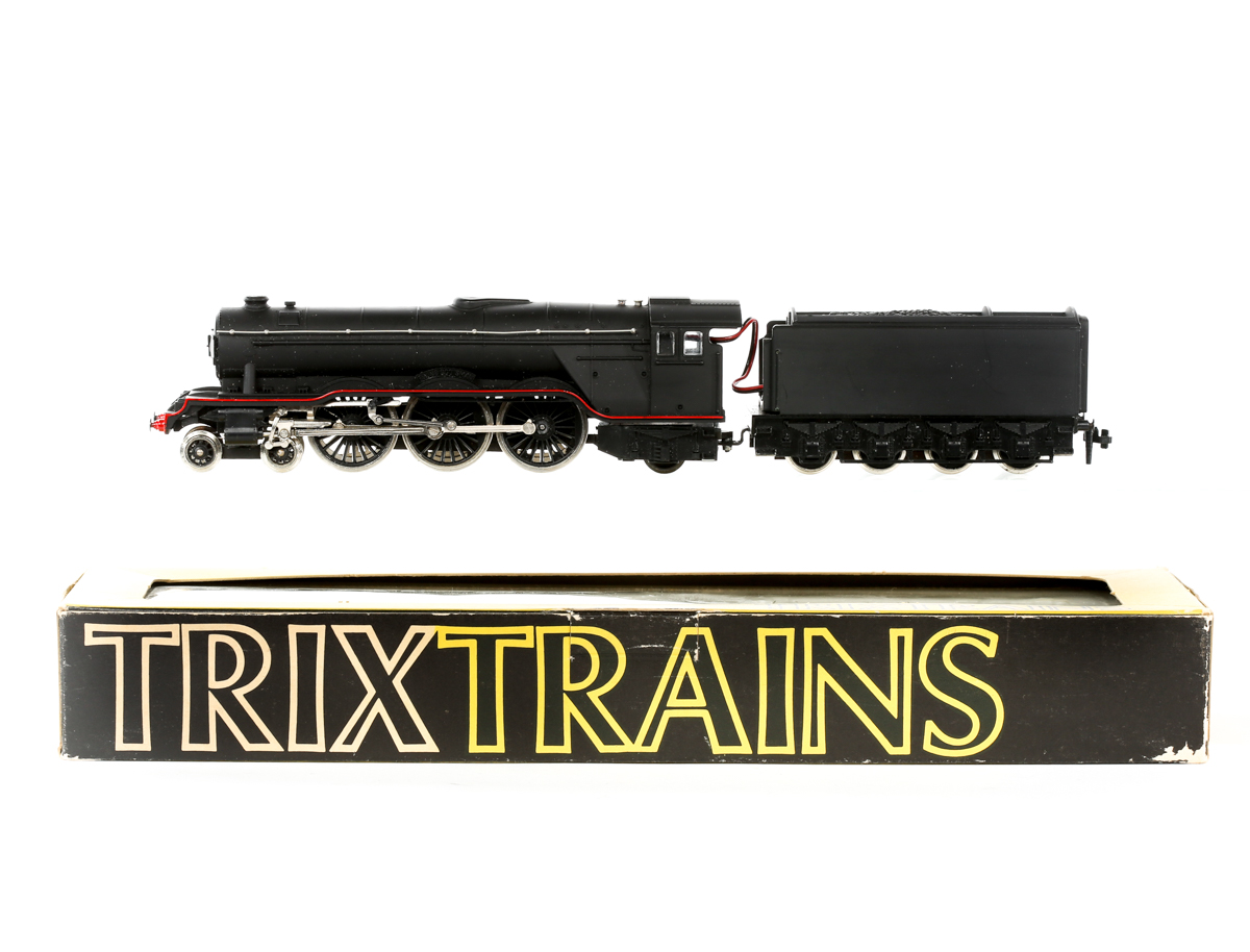 Lot 26 - A rare Trix locomotive. Limited Edition class A3 4-6-2 tender locomotive, Flying Scotsman (1183). In