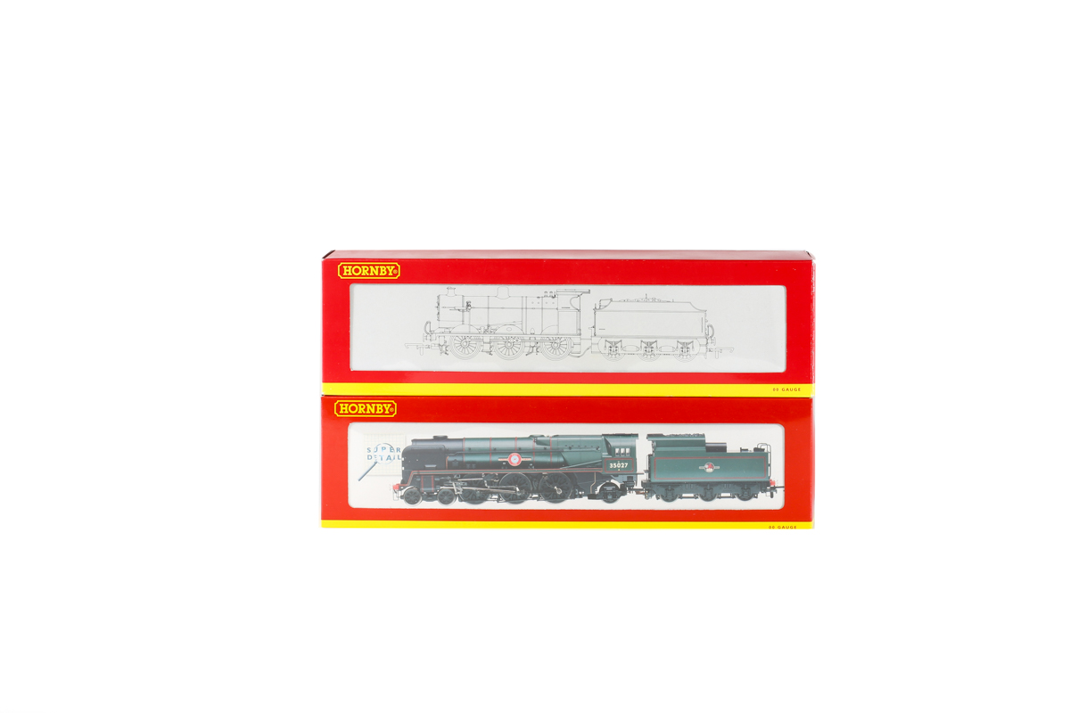 Lot 53 - 2 Hornby Railways steam locomotives. A BR Merchant Navy class 4-6-2 tender locomotive 'Port Line'