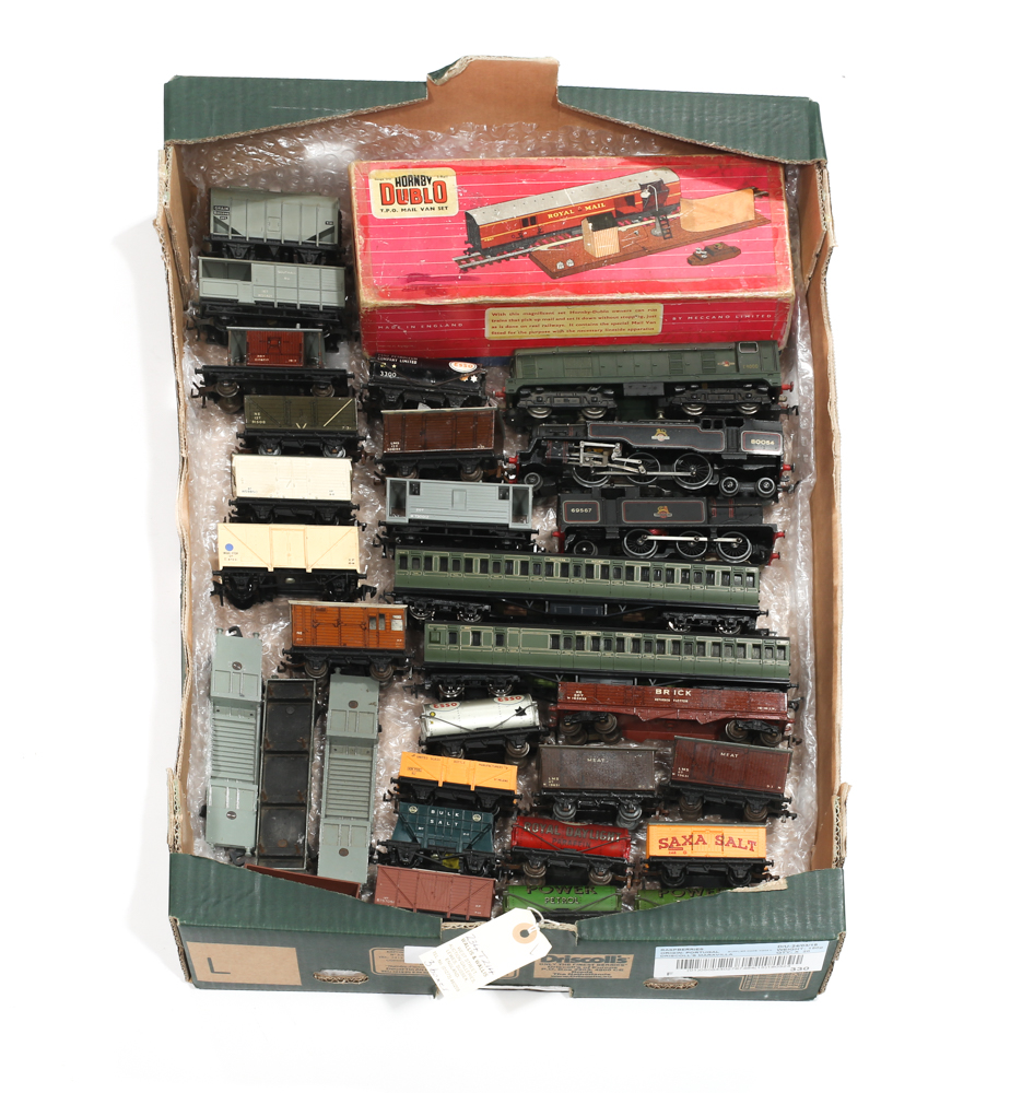 Lot 27 - A large quantity of Hornby-Dublo 3-rail Model Railway. 8 locomotives, including Silver King, Sir