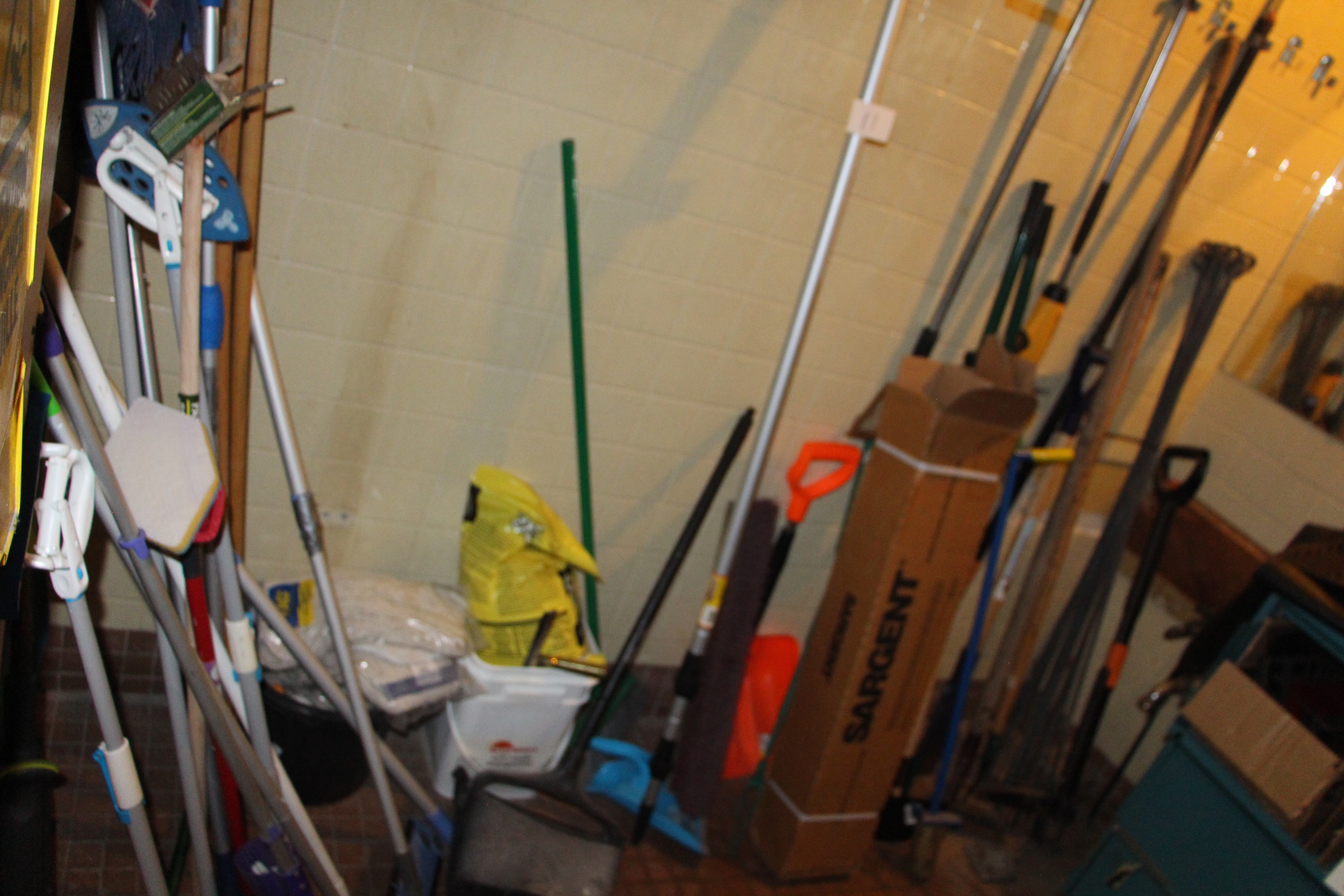 Lot 11 - Lot assorted cleaning equipment