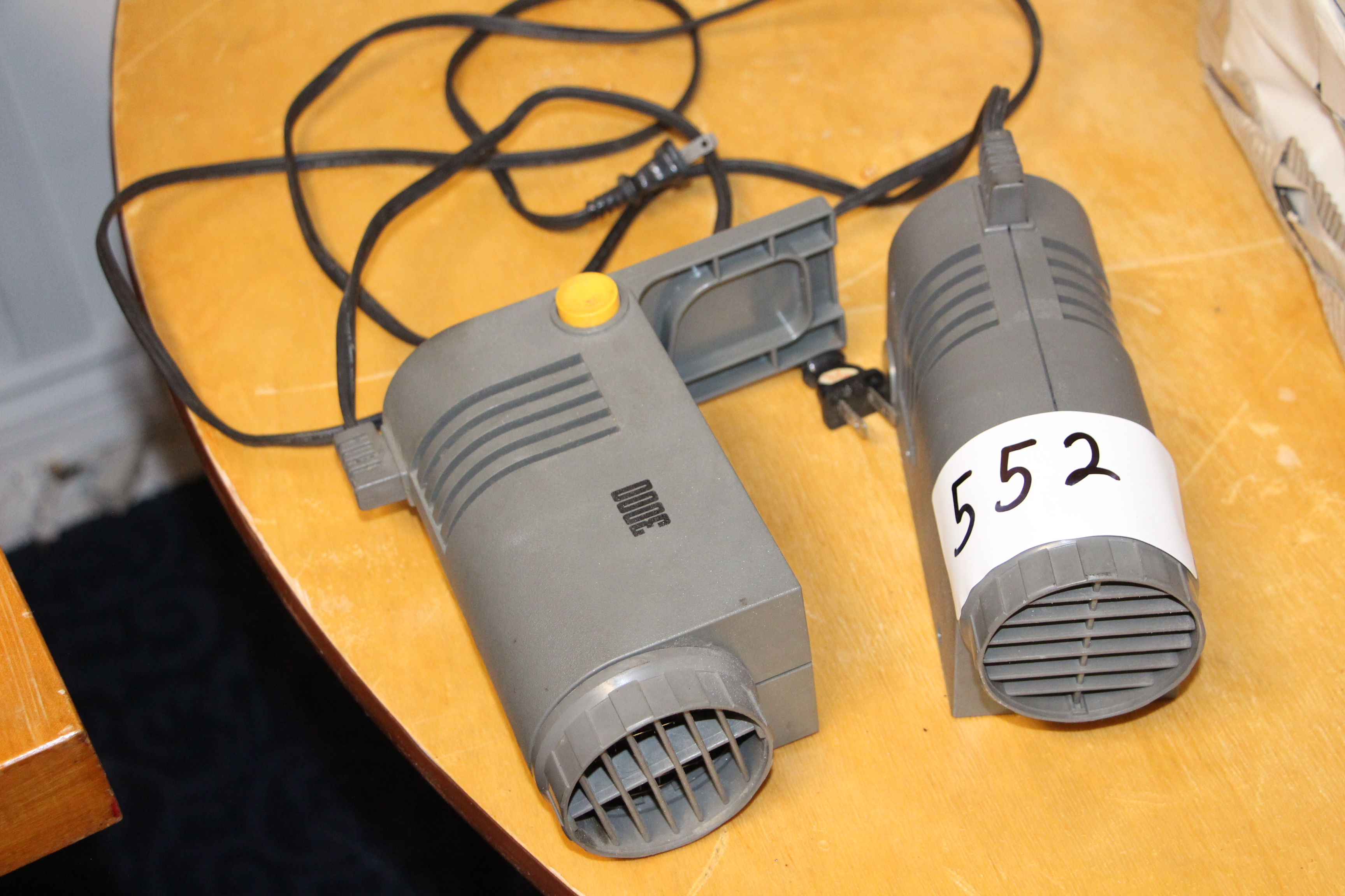 Lot 552 - Lot 2 portable handheld heaters