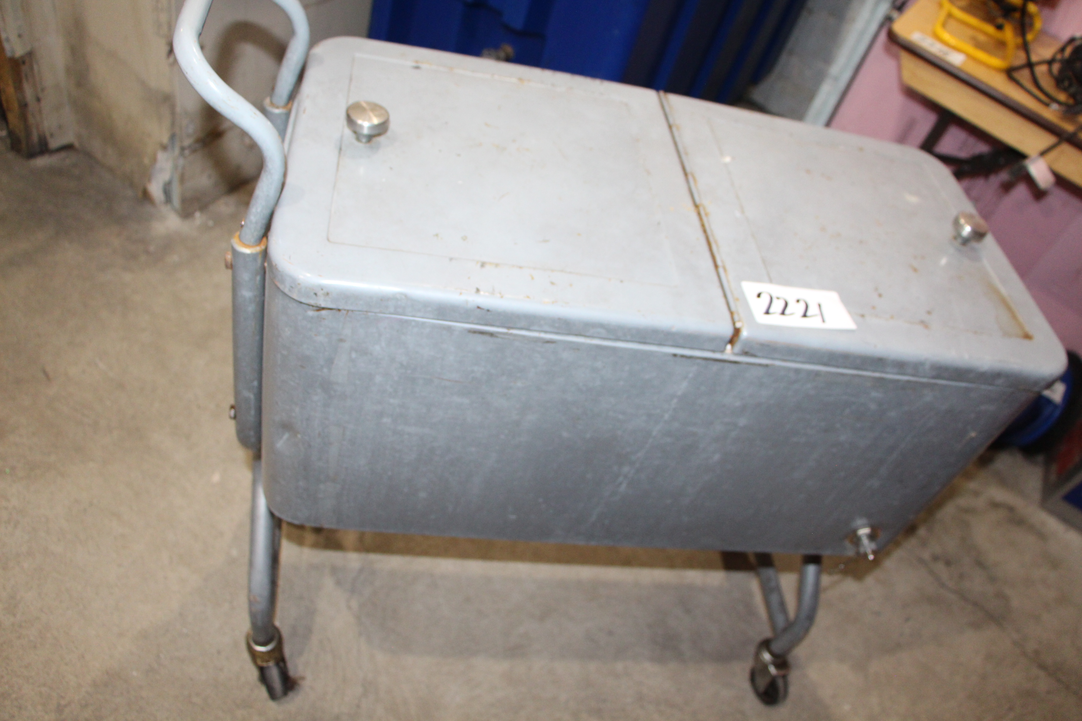 Lot 2221 - Cooler chest on wheels