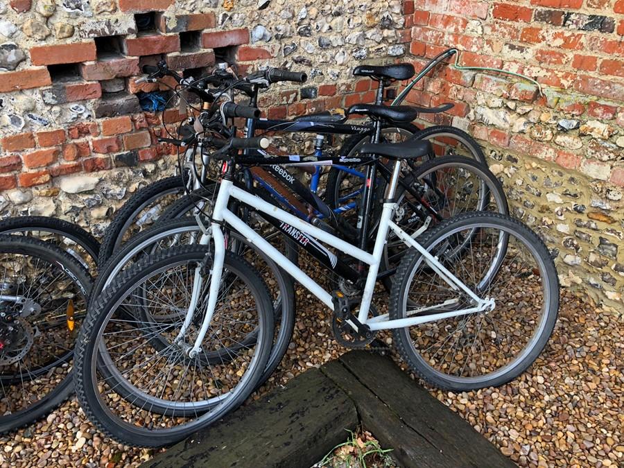 Lot 10 - Four assorted bicycles - white; Apollo Transfer; Reebok; Raleigh (4) [P18056523/P1805652/P1805622/