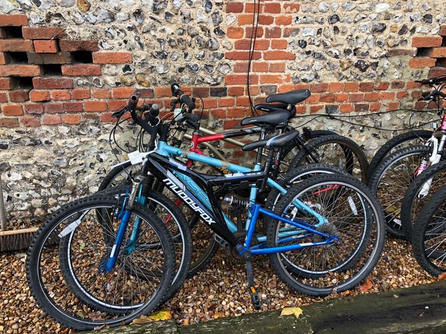 Lot 7 - Four bicycles - Muddy Fox, Apollo XC 265, Santosa, etc.