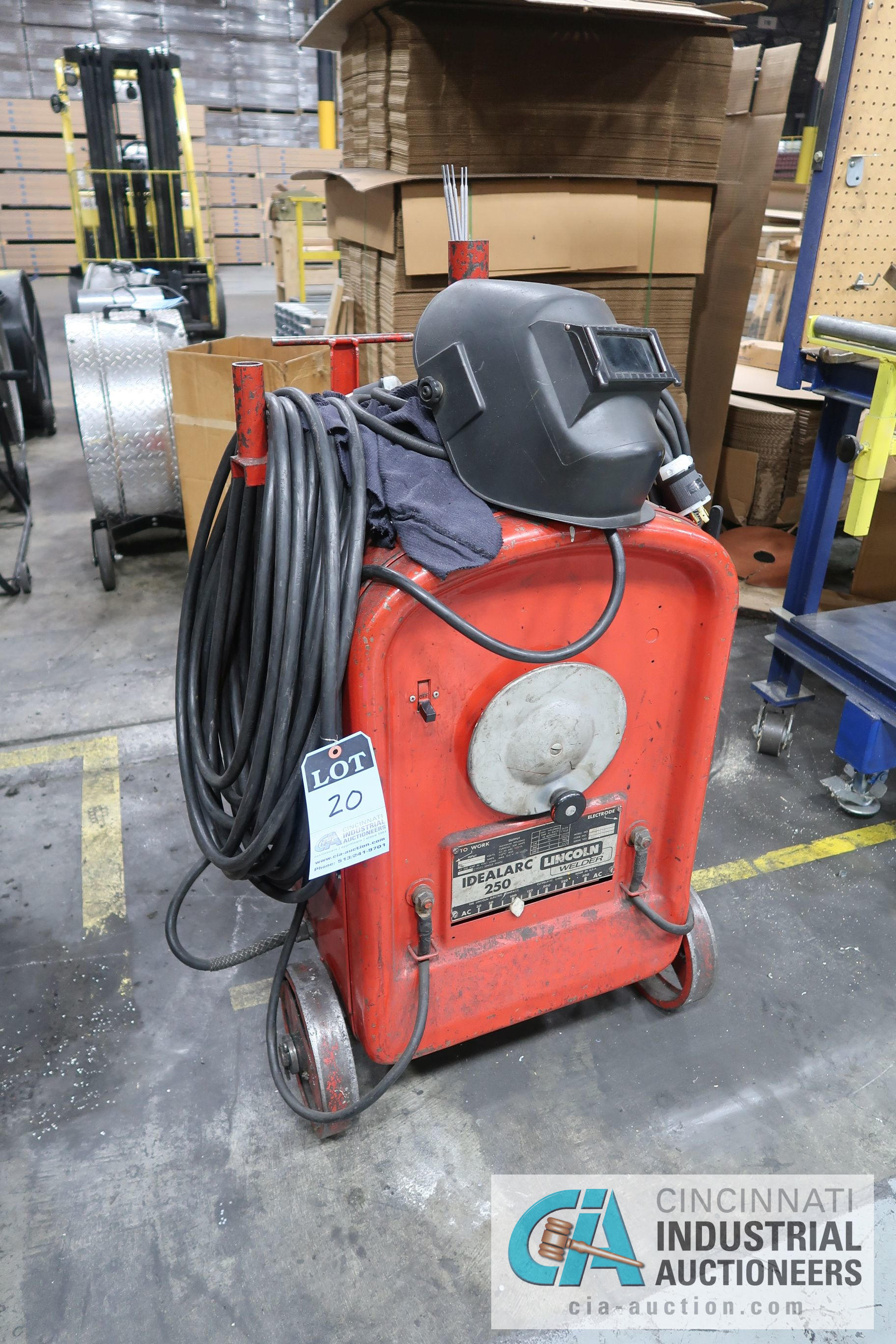 200 AMP LINCOLN IDEALARC 250 WELDER