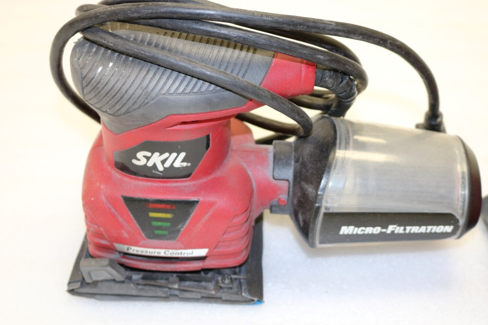 Skil Model 7292 Oribital Palm Sander, Makita B04556 Orbital Sander, Black and Decker Corded Sheet - Image 4 of 6