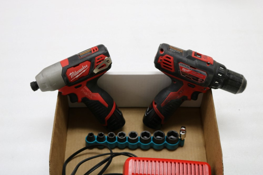 "Milwaukee 1/4"" Hex Impact Driver Cordless, Milwaukee 3/8"" Drill Driver Cordless, Charging Station - Image 4 of 5"