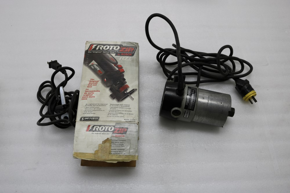 Lot 50 - Porter Cable Model 6902 Heavy Duty Motor and Bosch Roto Zip Spiral Saw R21