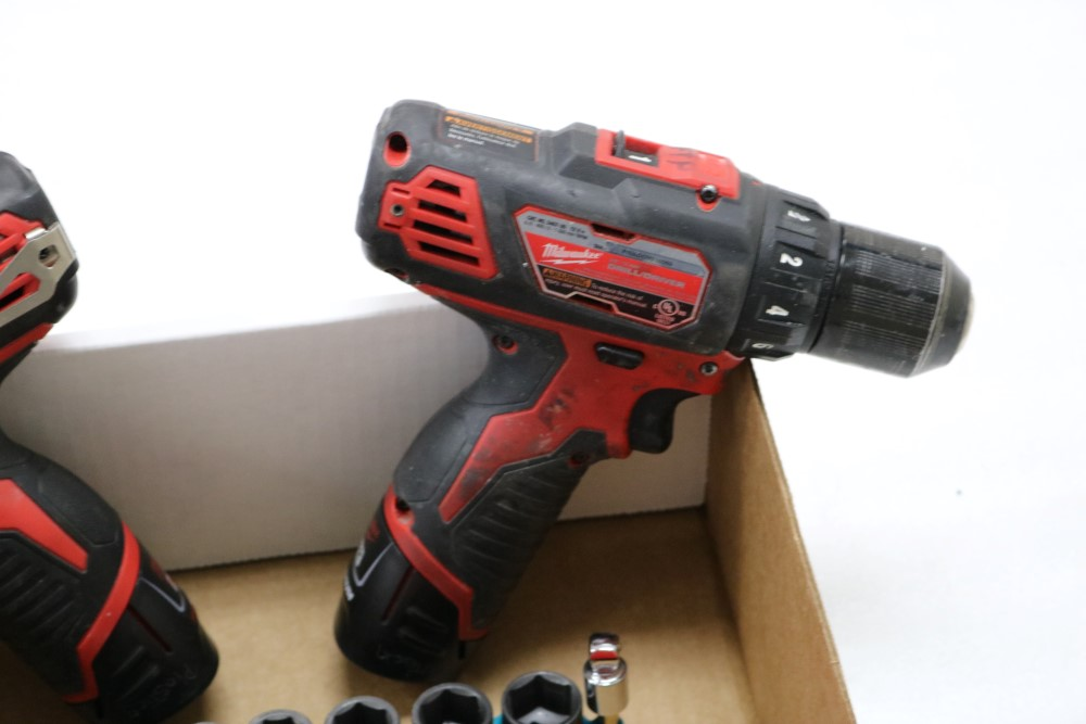"Milwaukee 1/4"" Hex Impact Driver Cordless, Milwaukee 3/8"" Drill Driver Cordless, Charging Station - Image 3 of 5"