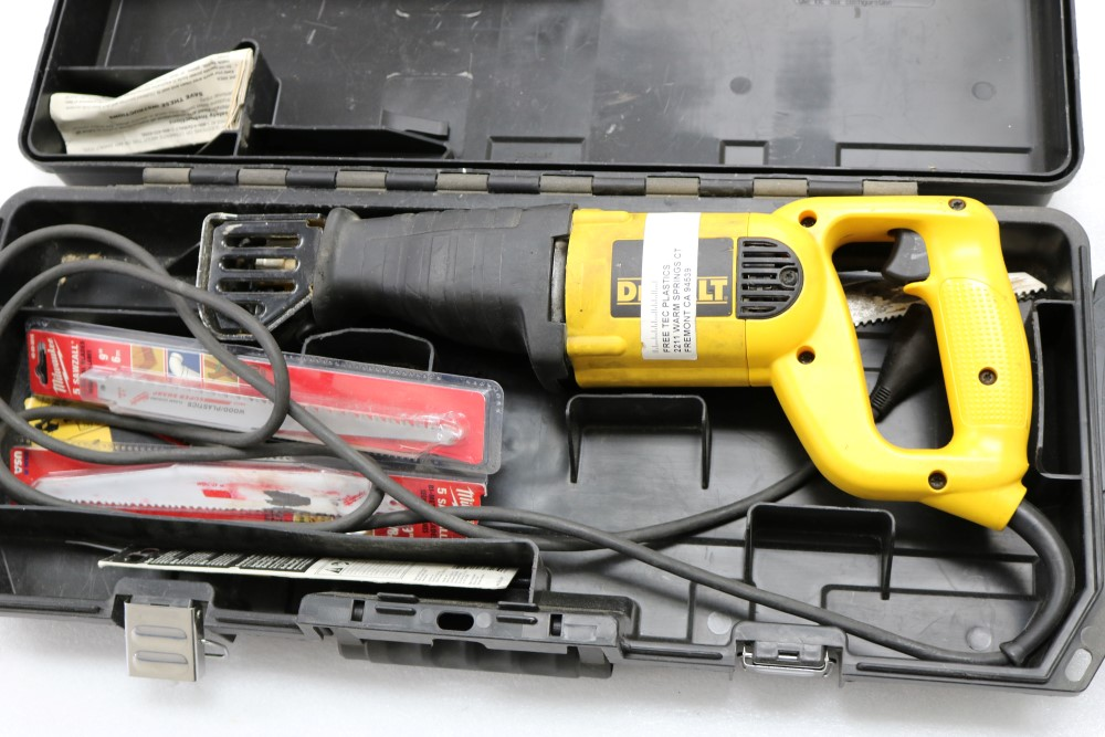 """Dewalt VS Reciprocating Saw 1 1/8"""" Stroke Model DW304P with Extra Blades - Image 3 of 5"""