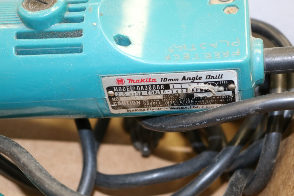 "Lot 46 - Makita 10mm Angle Drill, Model DA3000R and Makita 3/8"" Heavy Duty Corded Drill"