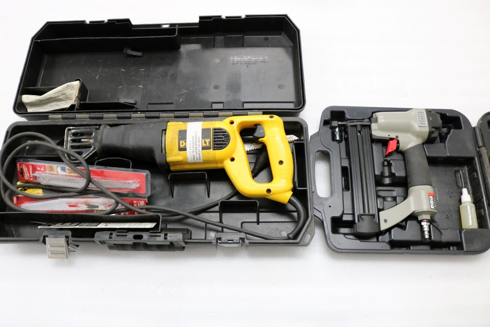 """Dewalt VS Reciprocating Saw 1 1/8"""" Stroke Model DW304P with Extra Blades - Image 2 of 5"""