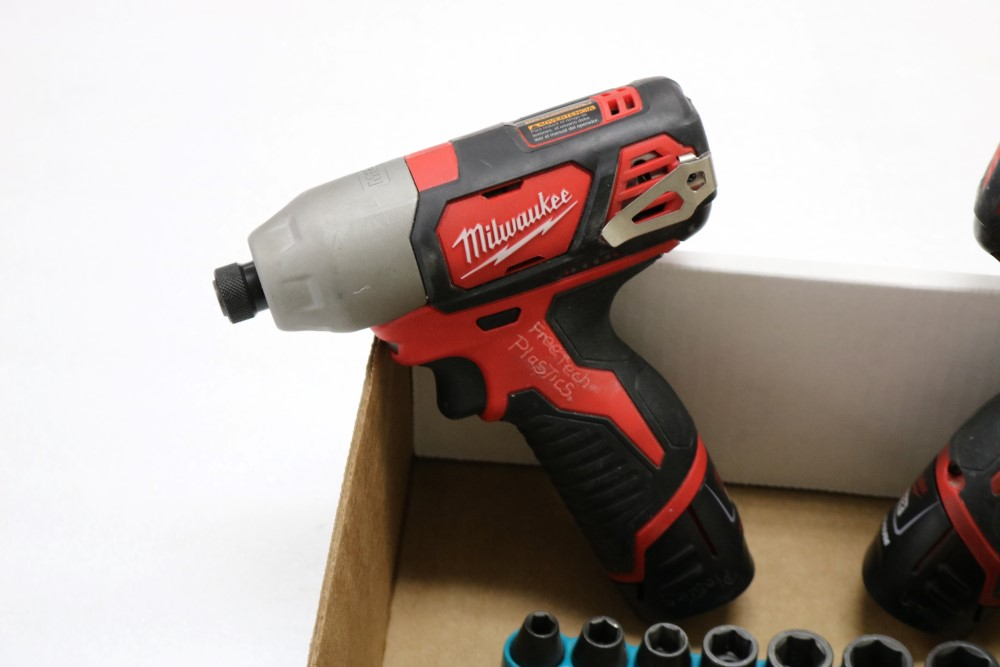 "Milwaukee 1/4"" Hex Impact Driver Cordless, Milwaukee 3/8"" Drill Driver Cordless, Charging Station - Image 2 of 5"