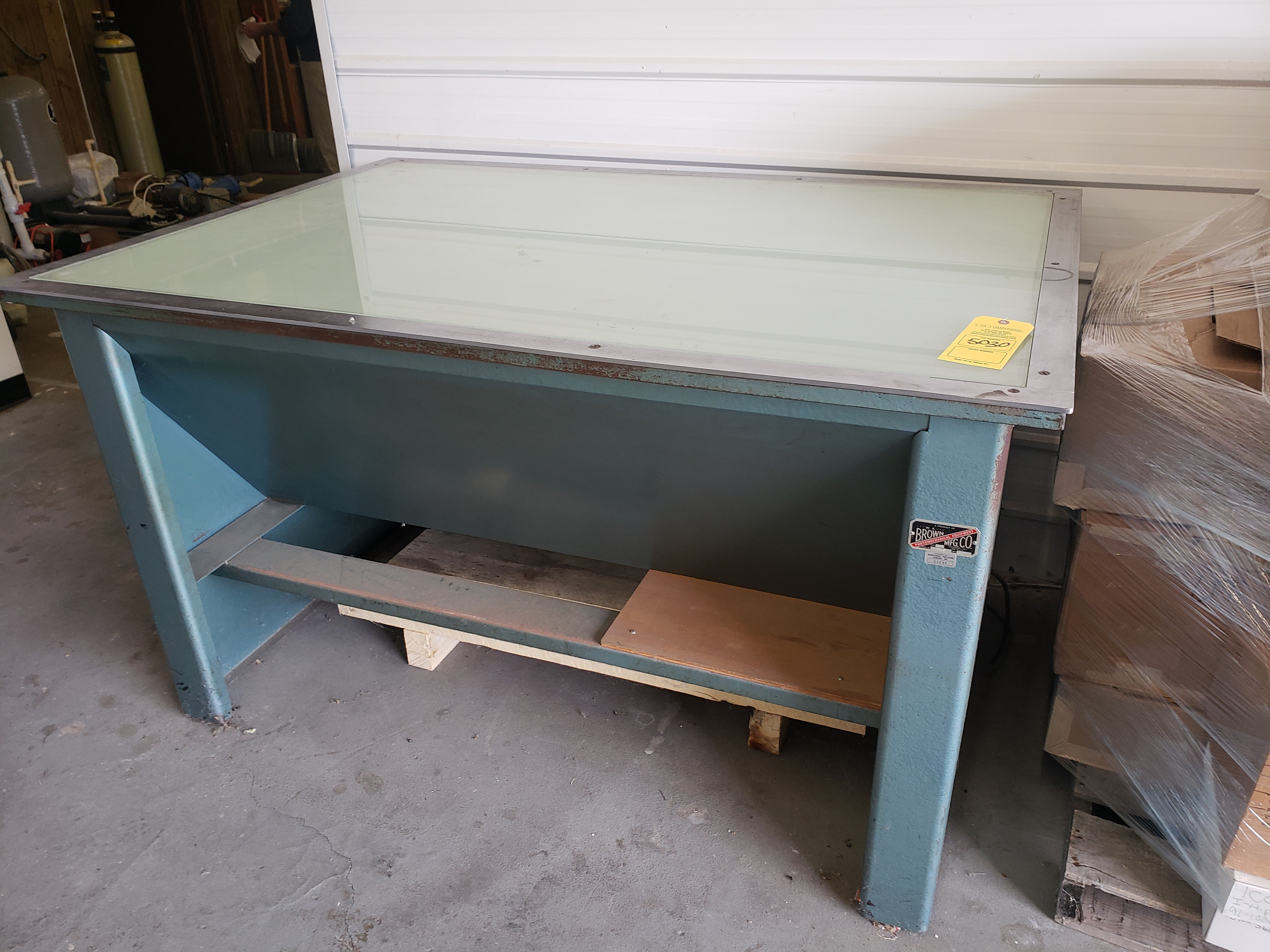 Lot 5030 - LIGHT TABLE (LOCATED AT: 16335 LIMA ROAD BLDG. 4 HUNTERTOWN, IN 46748)