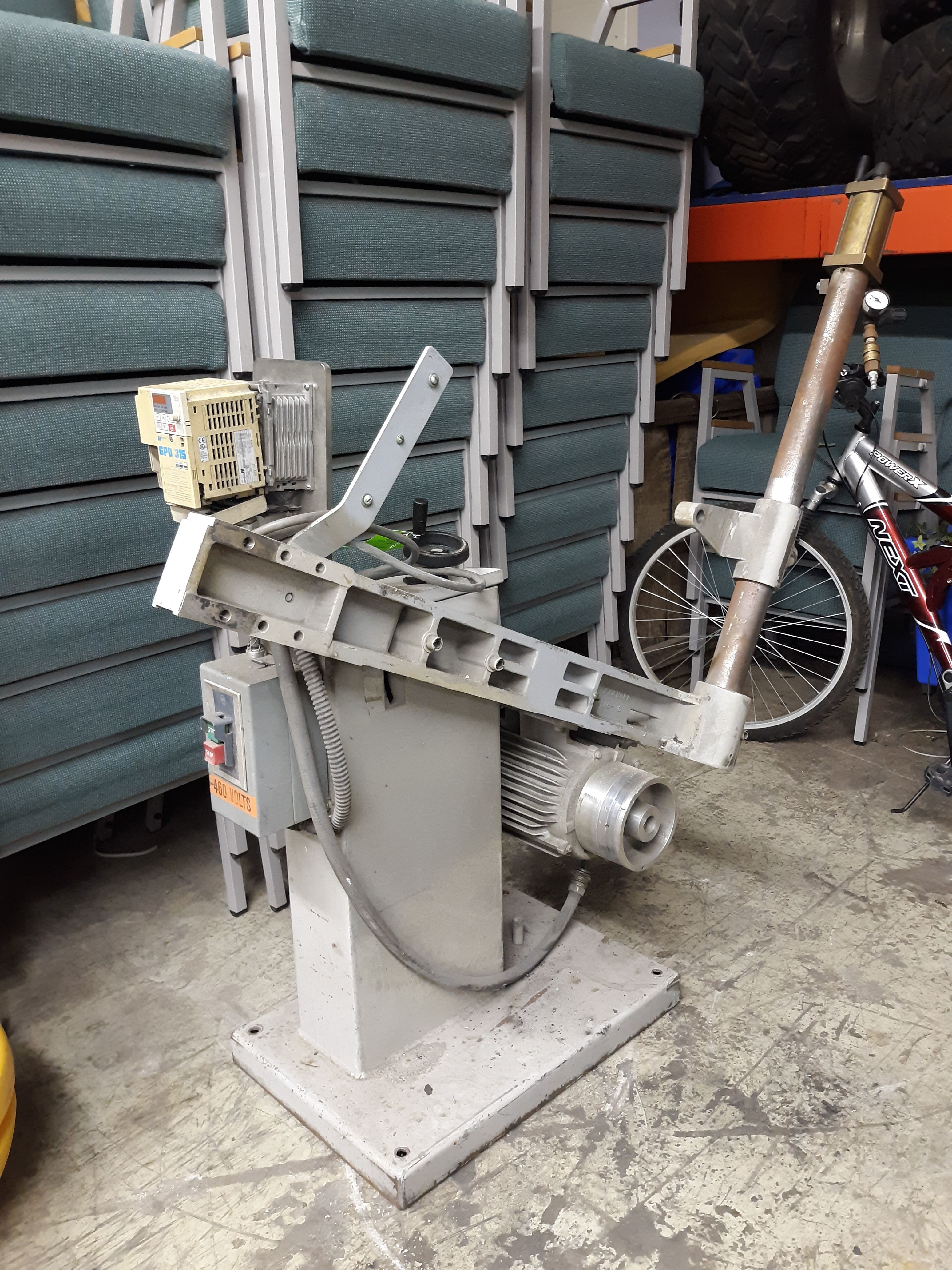 HAMMOND ABRASIVE BELT GRINDE MODEL-DBG-132 S#4066 3HP/1780RPM/3PH/60HZ(LOCATED AT: 433 COUNCIL - Image 2 of 4