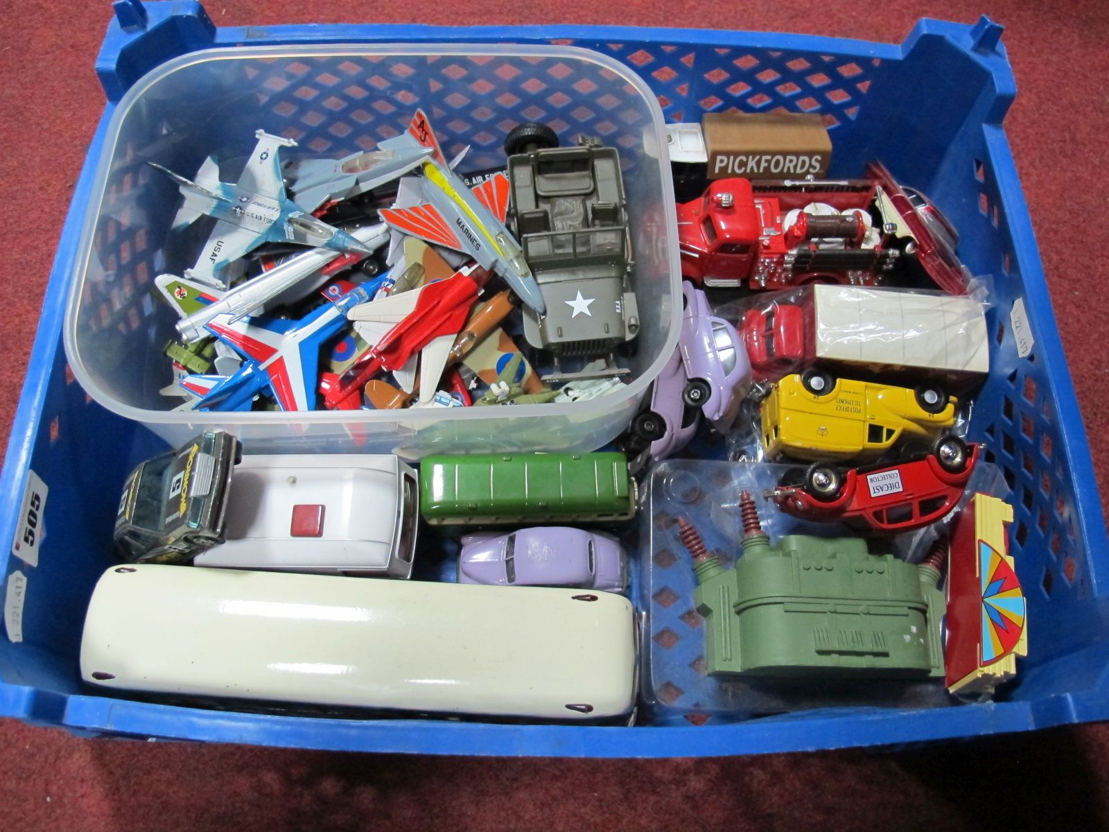 Lot 505 - A Quantity of Modern Diecast Vehicles, by all the major manufacturers, including Matchbox, Aircraft,