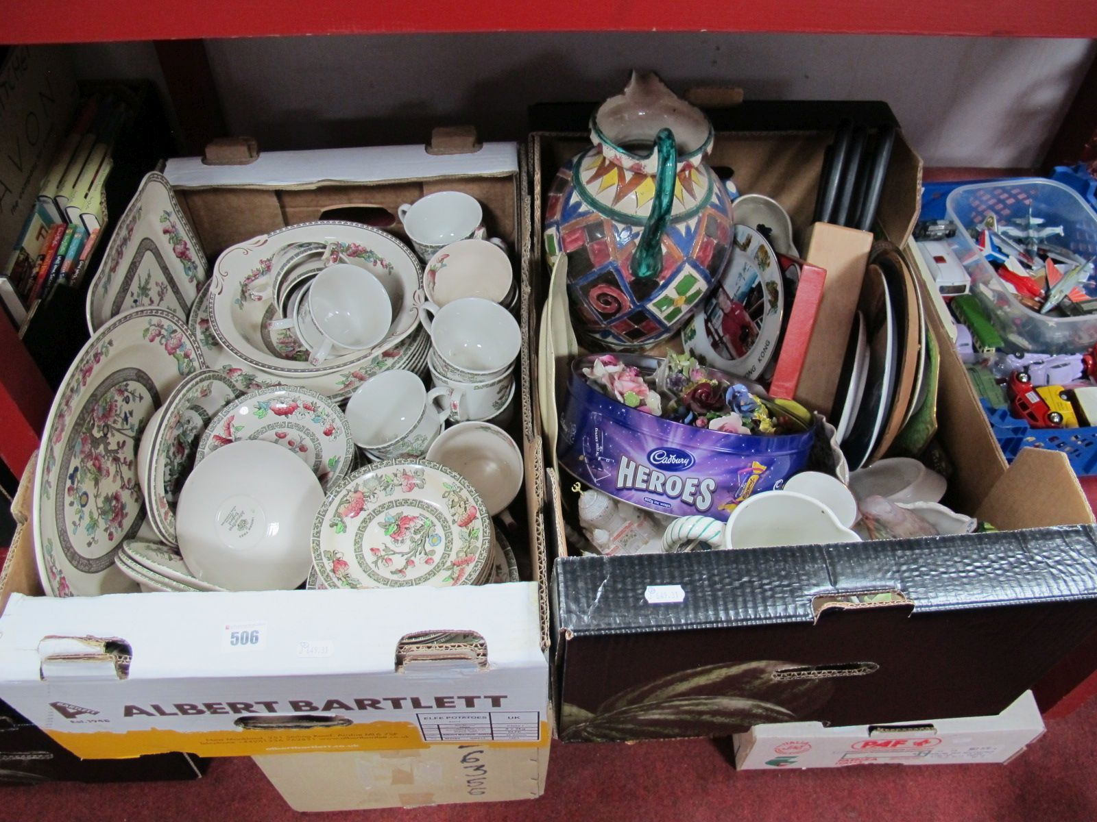 """Lot 506 - A Quantity of Johnson Bros """"Indian Tree"""" Tea and Dinnerwares, cabinet plates, posies, jugs, knife"""