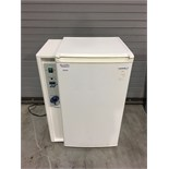 VWR Model 2005 Low Temperature Refrigerated Incubator