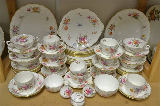 A set of seven Royal Crown Derby Posie pattern dinner plates a pair of graduated oval serving pl & A set of seven Royal Crown Derby Posie pattern dinner plates a pair ...