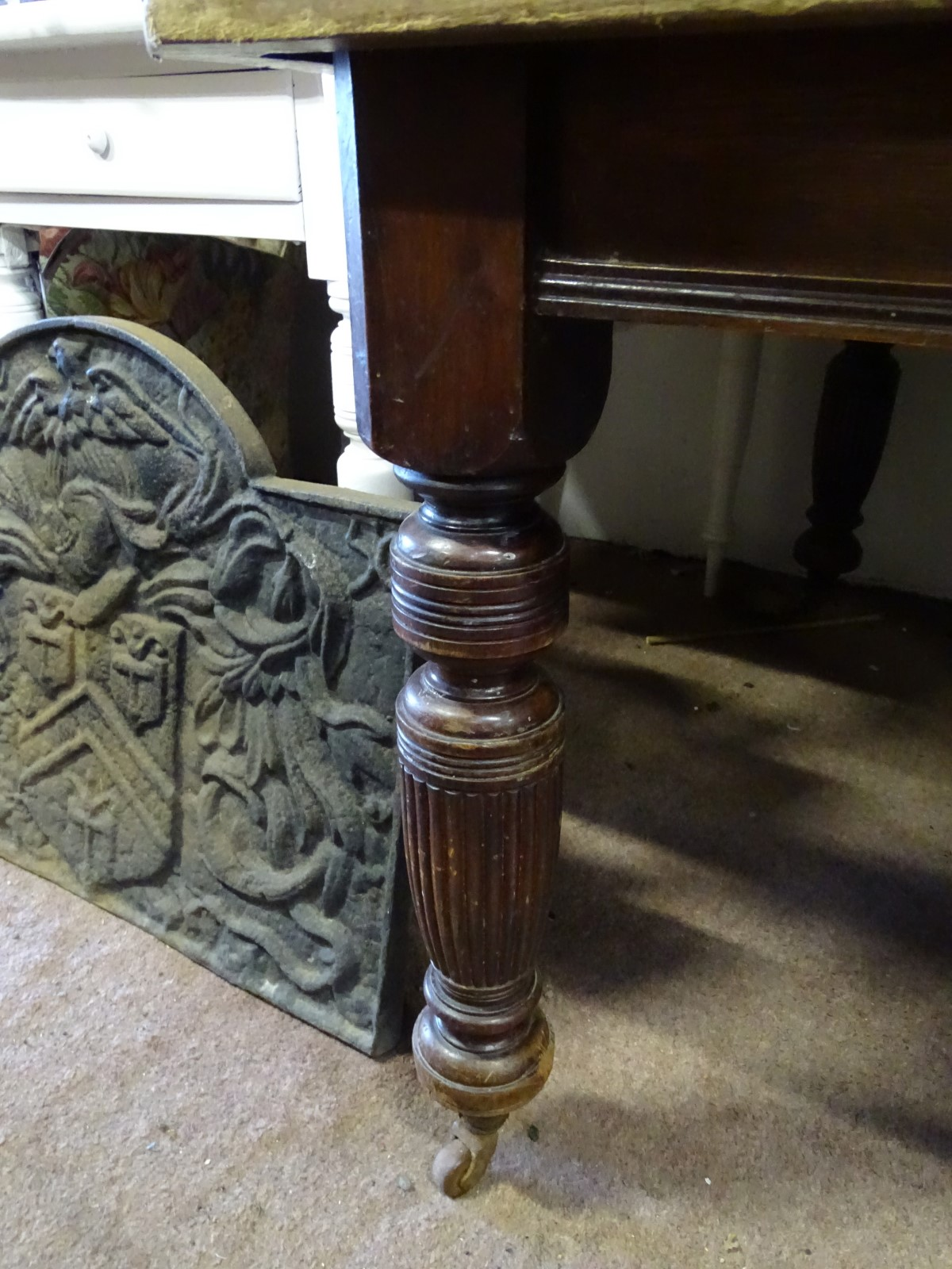 Lot 24 - A Victorian wind out dining table with a leaf CONDITION: Please Note - we do not