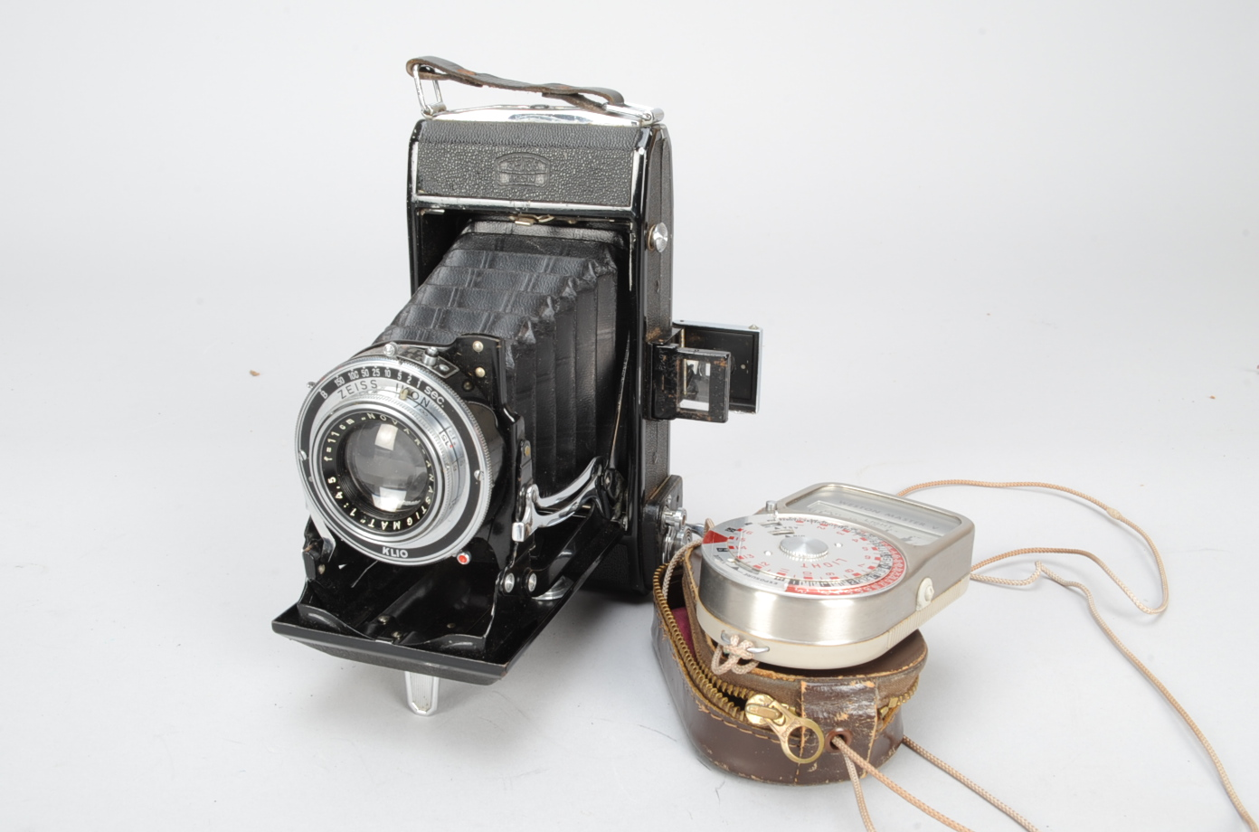 Lot 59 - A Zeiss Ikon Nettar 516/2 6 x 9cm Folding Camera, with a Novar-Anastigmat 11cm f/4.5 lens and a Klio