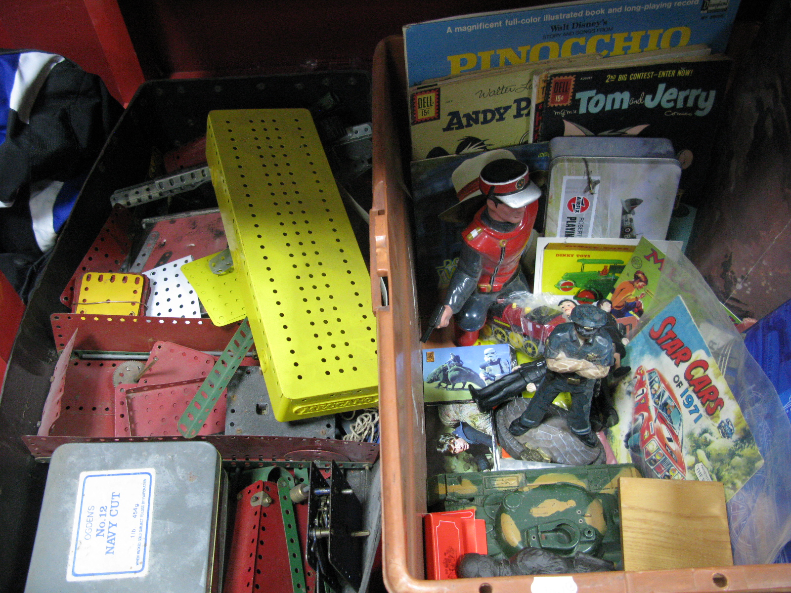 Lot 1029 - Meccano Accessories, (red, green, yellow), US 'Dell' comics (Tom & Jerry, Andy Pandy, Yogi etc),