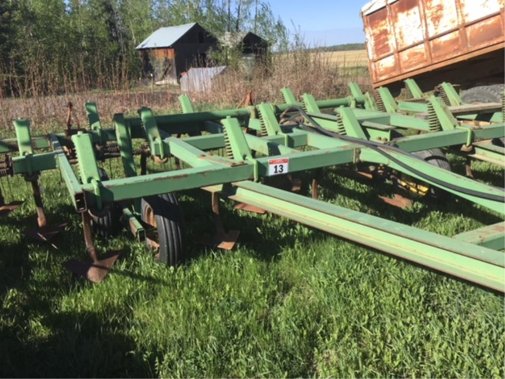 Lot 13 - 18ft John Deere High Lift Deep Tillage Cultivator Walking Beam Suspension