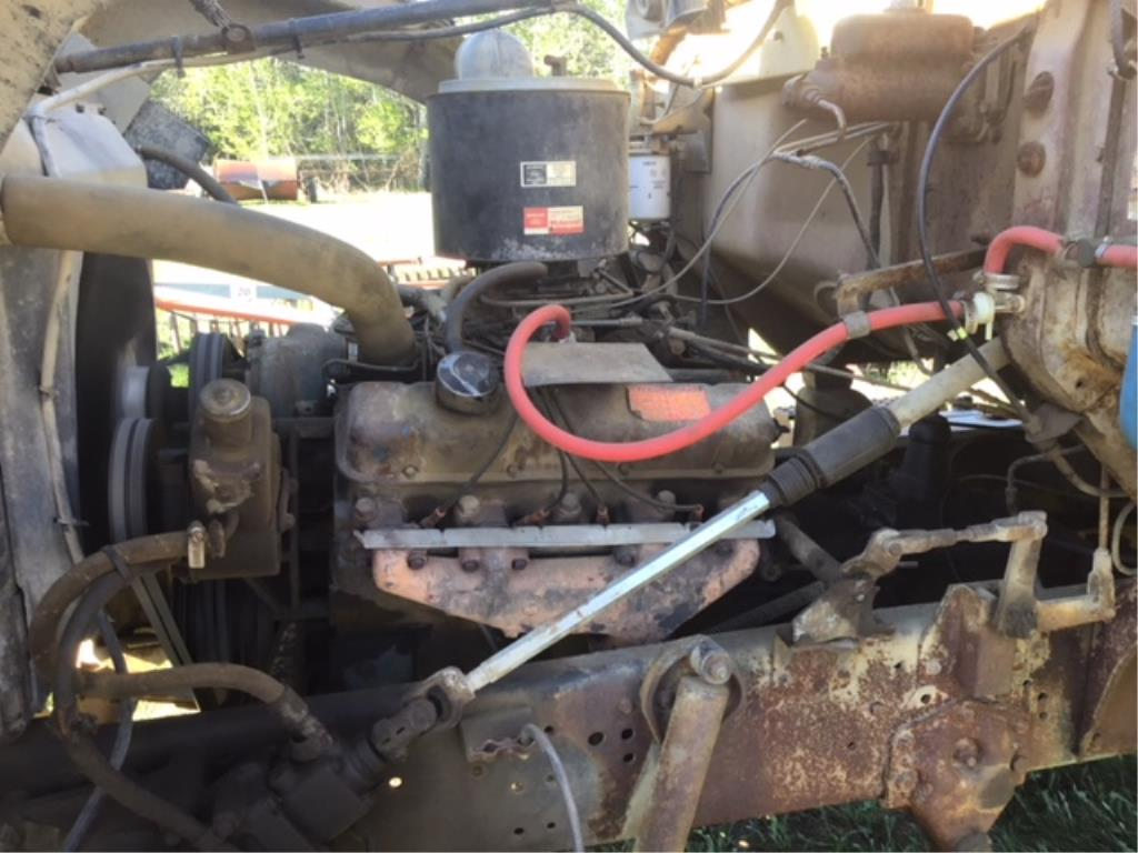 Lot 23 - 1975 Ford T/A Grain Truck VIN T88HJVV54889 20ft Steel Box & Roll Tarp, 477 Gas Eng, 5 & 3 Trans,