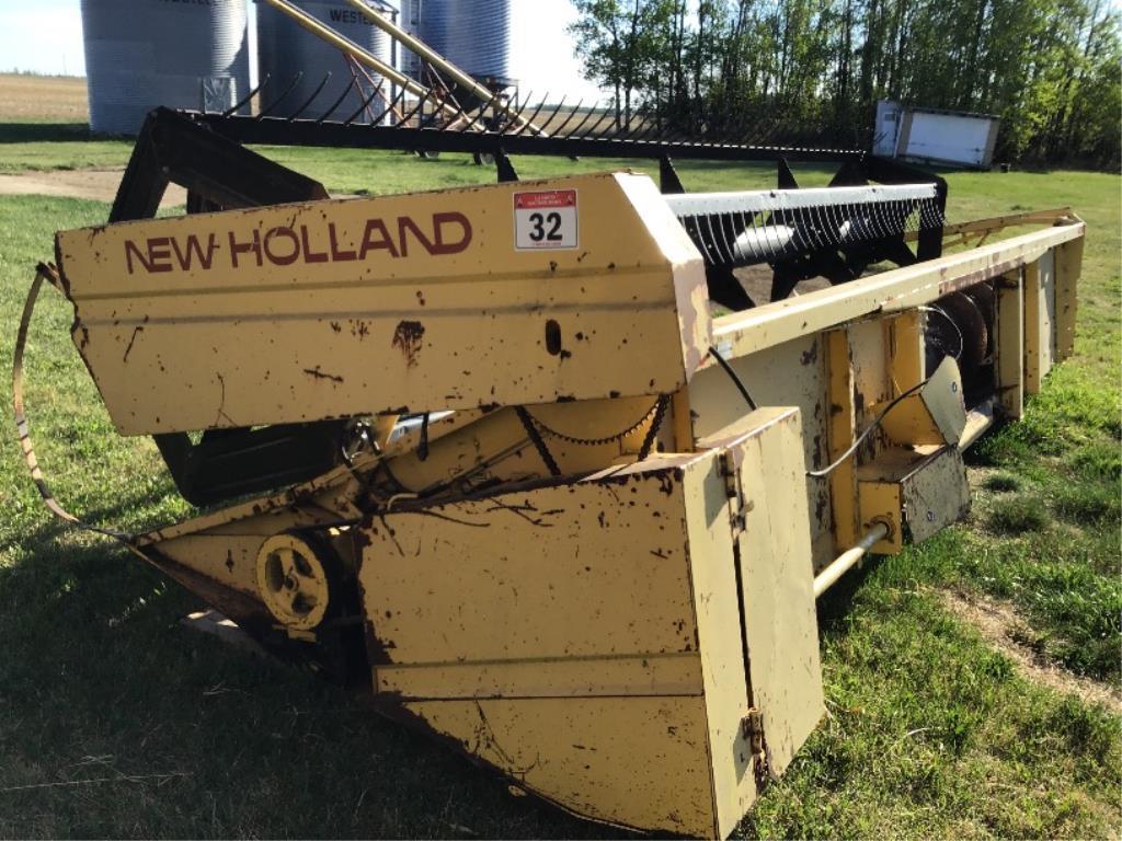 Lot 32 - 20ft New Holland Str Cut Header Pickup Reel
